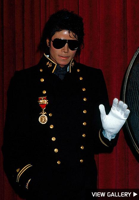 http://www.michaeljacksonhoaxforum.com/images/FOTOLINKS.jpg