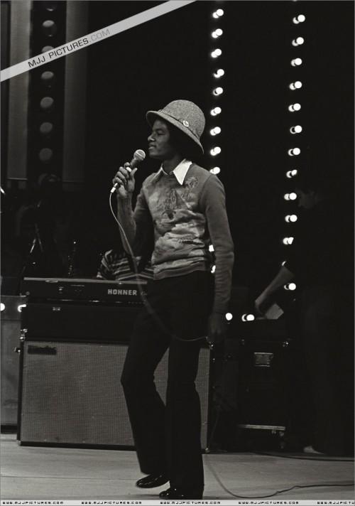 1977-TVShowRehersalsLondon3.jpg