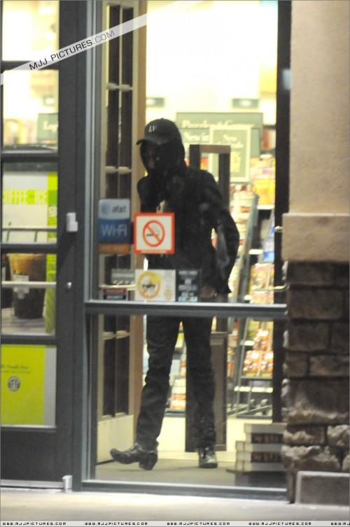 Michael visits Barnes & Noble 2008 (9)